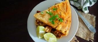 Pastel azteca (cazuela de enchiladas de pavo)