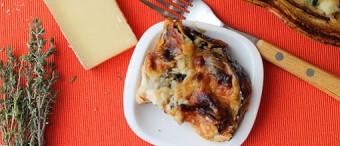 Cebolla vidalia caramelizada y patatas gratinadas con salvia fresca